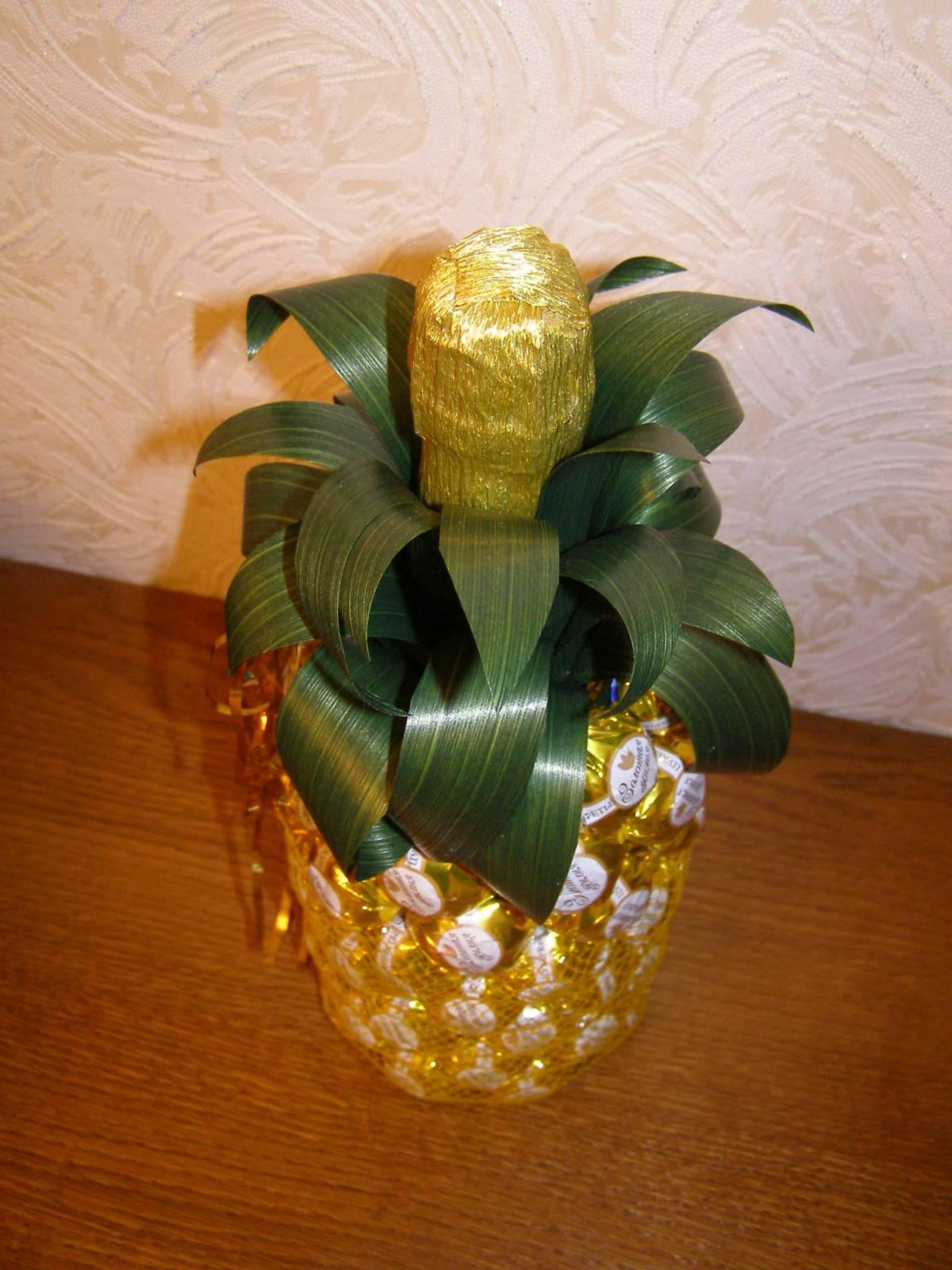 Поделки ананас из конфет 51